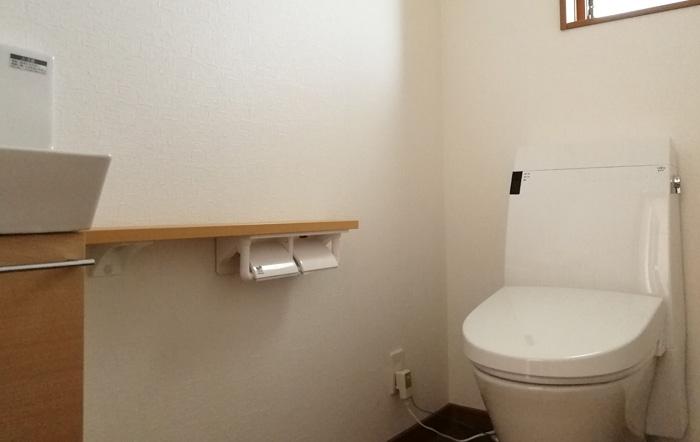 トイレは洗面つき収納量があります