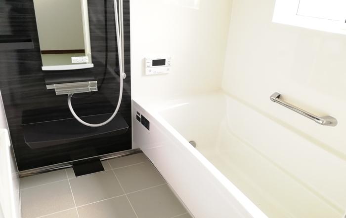 足が伸ばせてリラックスできる浴室