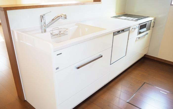 壁や棚底にはホーローを使用しお手入れも簡単なキッチン