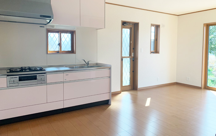壁付けキッチンでお部屋のスペースを無駄なく広く活用