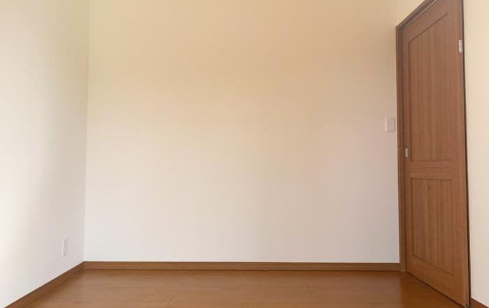 4.5帖の洋室は出入りがしやすい引き戸を採用