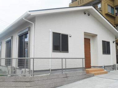 住みやすさを追求し、白を基調としたシンプルな平屋